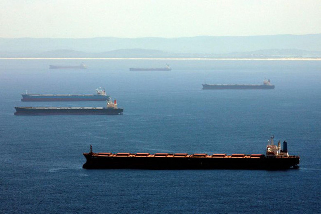 """Trung Quốc """"giam lỏng"""" hơn 50 tàu chở than để trả đũa Úc - ảnh 1"""