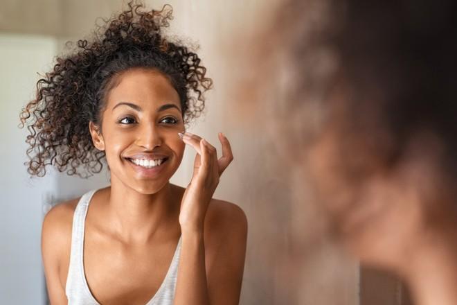 9 thói quen làm đẹp mới trong đại dịch Covid-19: Kem dưỡng mắt chỉ là lừa đảo? - Ảnh 6.