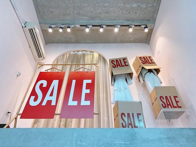 Nhiều cửa hiệu tưng bừng tung sale 'khủng' dịp Black Friday - Ảnh 8.