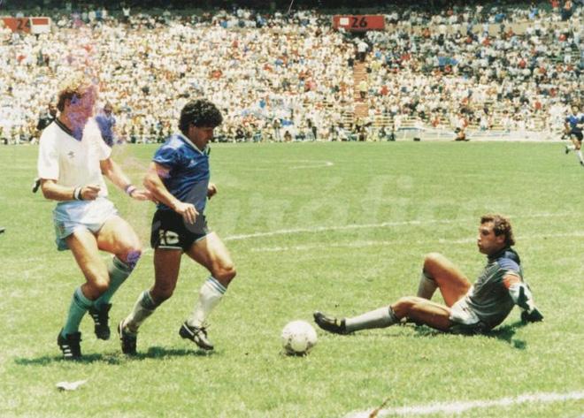 2 bàn thắng rung chuyển thế giới đưa tên tuổi Maradona trở thành bất tử - Ảnh 2.