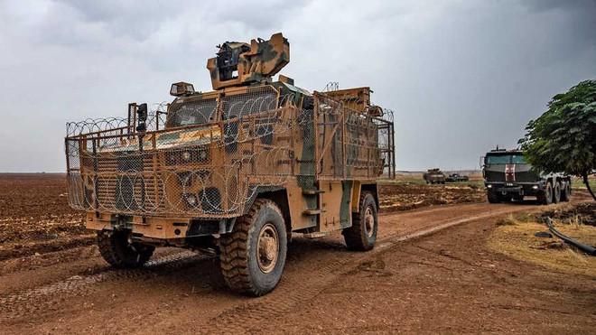 Thổ thừa nước đục thả câu tấn công Syria, Nga cứu thua phút chót - Ảnh 1.