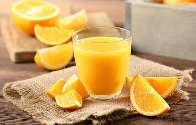 Nước chanh và nước cam: Nước nào giàu dinh dưỡng và tốt hơn cho người uống? - Ảnh 2.