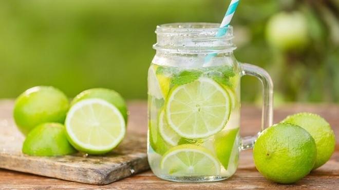 Nước chanh và nước cam: Nước nào giàu dinh dưỡng và tốt hơn cho người uống? - Ảnh 1.