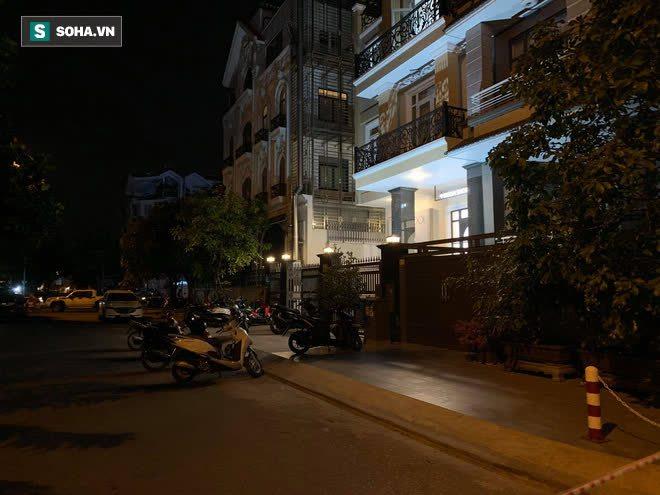 [Ảnh] Công an phong toả nhiều giờ, khám nghiệm hiện trường vụ thi thể người trong vali ở Sài Gòn - Ảnh 2.