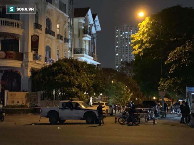 [Ảnh] Công an phong toả nhiều giờ, khám nghiệm hiện trường vụ thi thể người trong vali ở Sài Gòn - Ảnh 3.