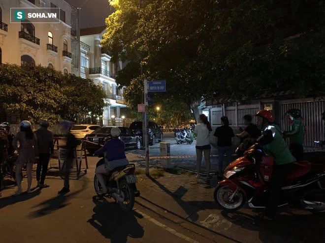 [Ảnh] Công an phong toả nhiều giờ, khám nghiệm hiện trường vụ thi thể người trong vali ở Sài Gòn - Ảnh 4.