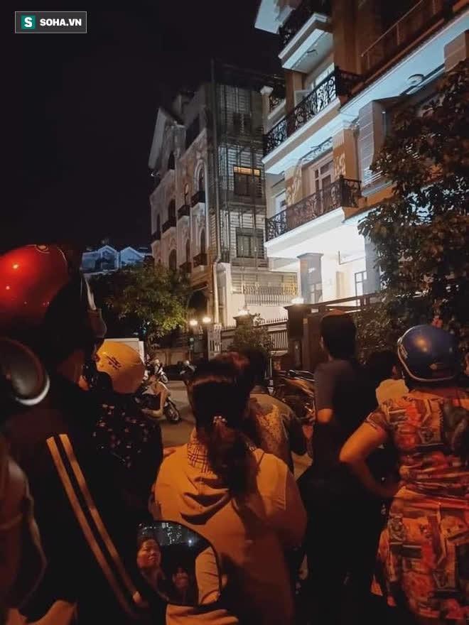 [Ảnh] Công an phong toả nhiều giờ, khám nghiệm hiện trường vụ thi thể người trong vali ở Sài Gòn - Ảnh 6.