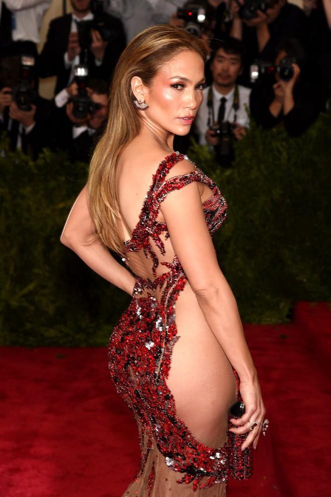 Jennifer Lopez: Nữ hoàng nhạc Pop 4 đời chồng, tuổi 51 vẫn cực gợi cảm - Ảnh 8.