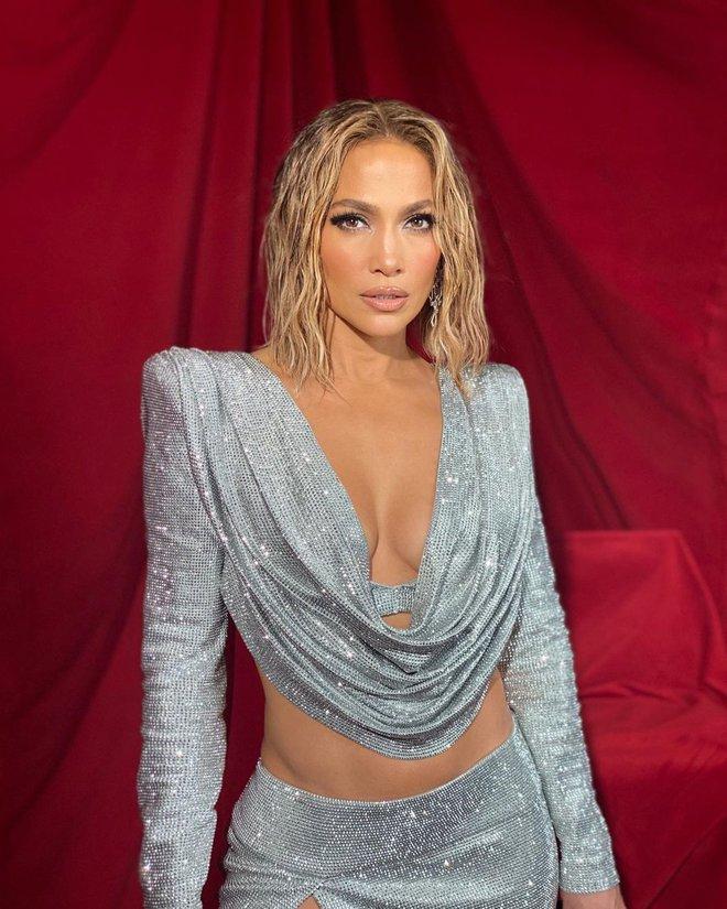 Jennifer Lopez: Nữ hoàng nhạc Pop 4 đời chồng, tuổi 51 vẫn cực gợi cảm - Ảnh 9.