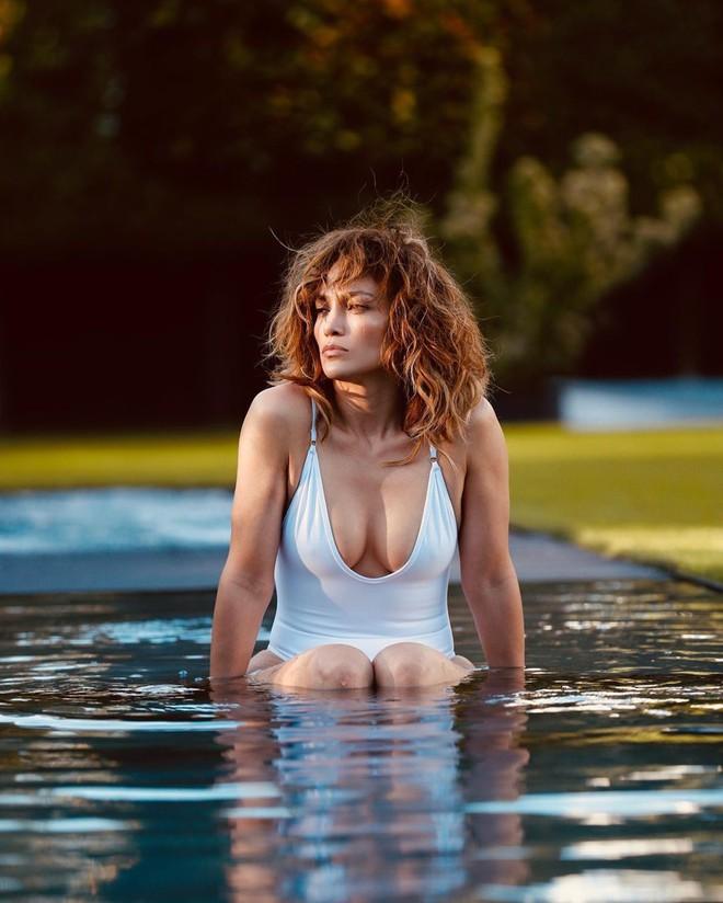 Jennifer Lopez: Nữ hoàng nhạc Pop 4 đời chồng, tuổi 51 vẫn cực gợi cảm - Ảnh 7.