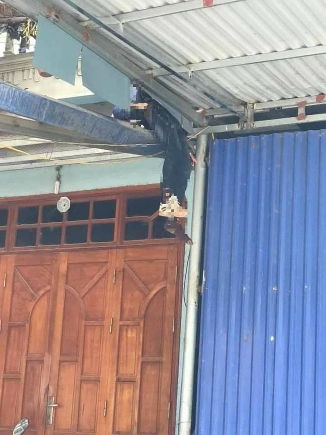 Thái Nguyên: Ô tô con phóng nhanh, tông người đi xe máy văng lên mái nhà, 2 người tử vong - Ảnh 5.