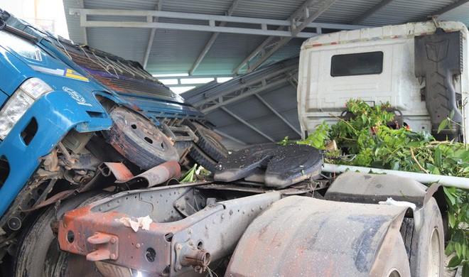 Xe bồn chở gas lao vào nhà dân trên Quốc lộ 20, gây cảnh tượng kinh hoàng - Ảnh 2.