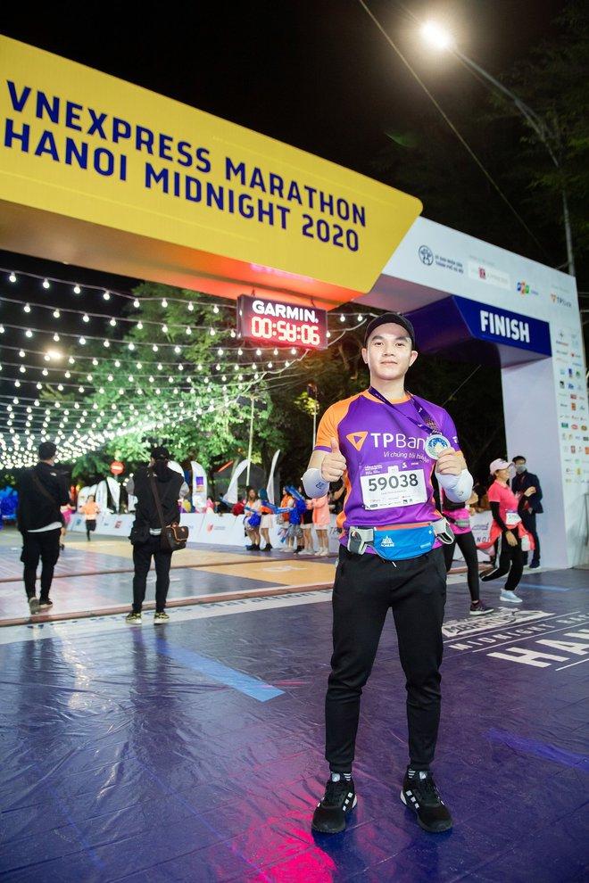 Dàn trai xinh gái đẹp đổ bộ giải chạy đêm lớn nhất tại Hà Nội - Ảnh 3.