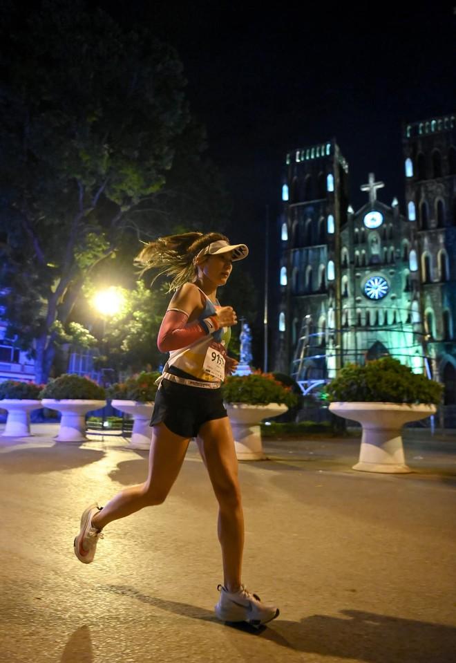 Dàn trai xinh gái đẹp đổ bộ giải chạy đêm lớn nhất tại Hà Nội - Ảnh 6.