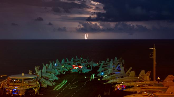 Nhóm tàu sân bay Mỹ bất ngờ trở lại 'sân sau' của Iran để làm gì? - ảnh 1