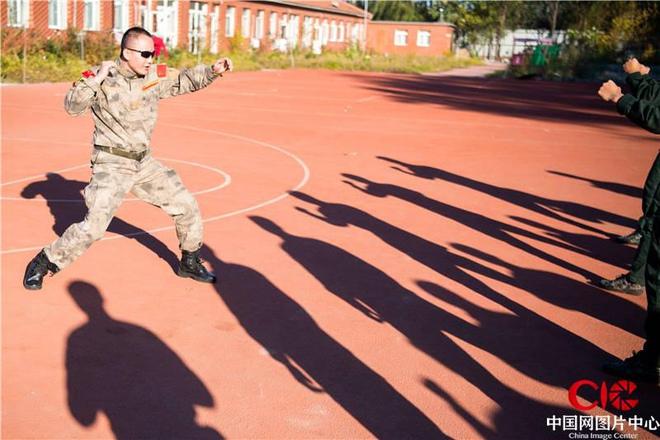 """""""Siêu vệ sĩ"""" Trung Quốc có võ công đỉnh cao, một đòn hạ gục đặc nhiệm Mỹ trong nháy mắt - Ảnh 5."""