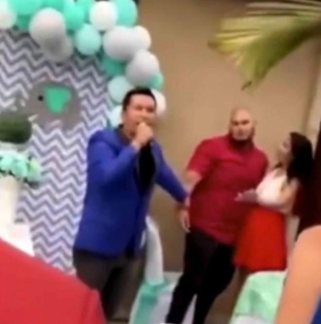 Tiệc chào mừng em bé đang diễn ra, chồng tuyên bố đứa bé không phải con mình, đoạn video được trình chiếu mới gây sốc - Ảnh 3.