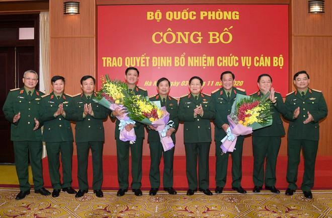 Trao quyết định bổ nhiệm nhân sự cấp cao Bộ Quốc phòng - Ảnh 1.