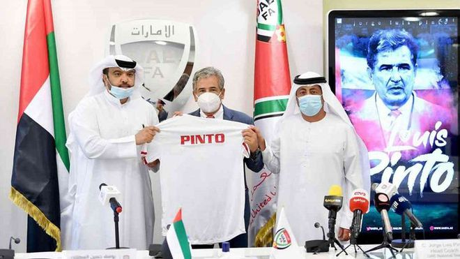NÓNG: HLV UAE lâm cảnh oái oăm, bị sa thải khi chưa có trận chính thức nào - Ảnh 1.