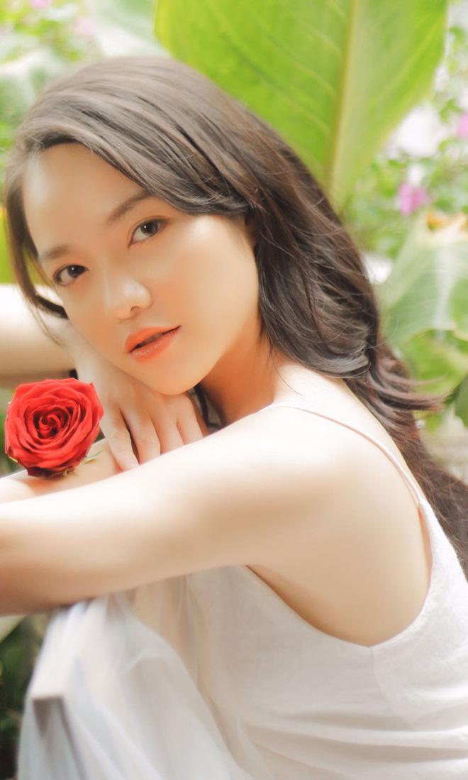 Hồng Kim Hạnh đẹp ngọt ngào ở tuổi 32 - Ảnh 1.