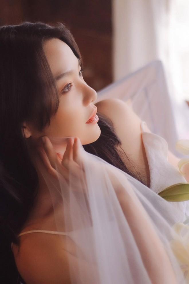 Hồng Kim Hạnh đẹp ngọt ngào ở tuổi 32 - Ảnh 2.