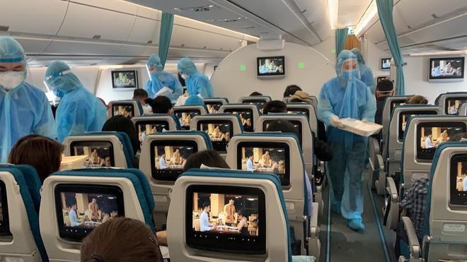 Vì sao nam tiếp viên Vietnam Airlines chỉ cách ly 4 ngày trước khi được công bố là BN1342 mắc Covid-19? - Ảnh 1.