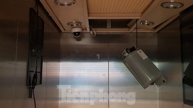 Hiện trường vụ rơi thang máy khiến nhiều người bị thương ở Hà Nội - Ảnh 11.
