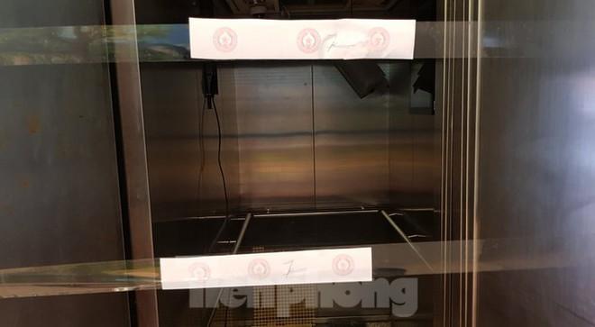 Hiện trường vụ rơi thang máy khiến nhiều người bị thương ở Hà Nội - Ảnh 7.