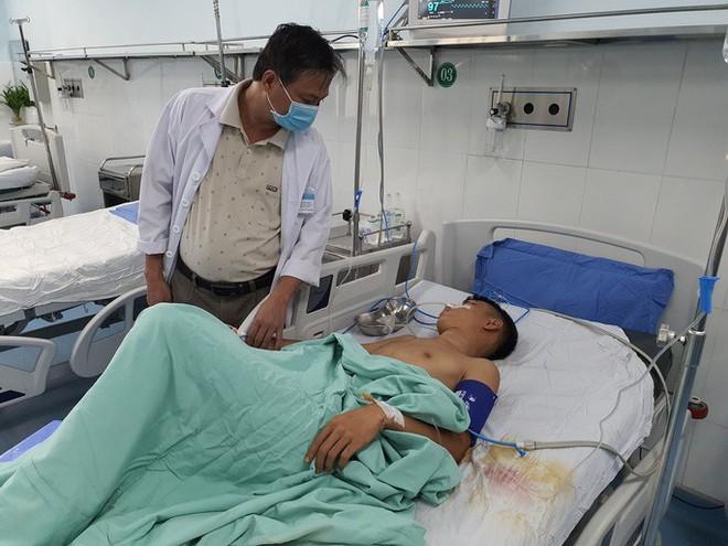 Quảng Nam: Hỗn chiến, nam thanh niên bị bắn 13 phát đạn hoa cải suýt chết - Ảnh 1.