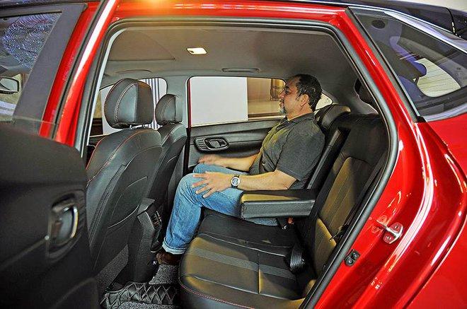 Cận cảnh những hình ảnh đầu tiên của Hyundai i20 giá từ 211 triệu đồng - Ảnh 7.