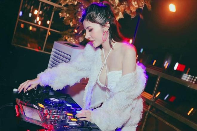 Nữ DJ nổi tiếng bị giật điện thoại, kéo lê 3m ngoài đường phố là ai? - Ảnh 5.