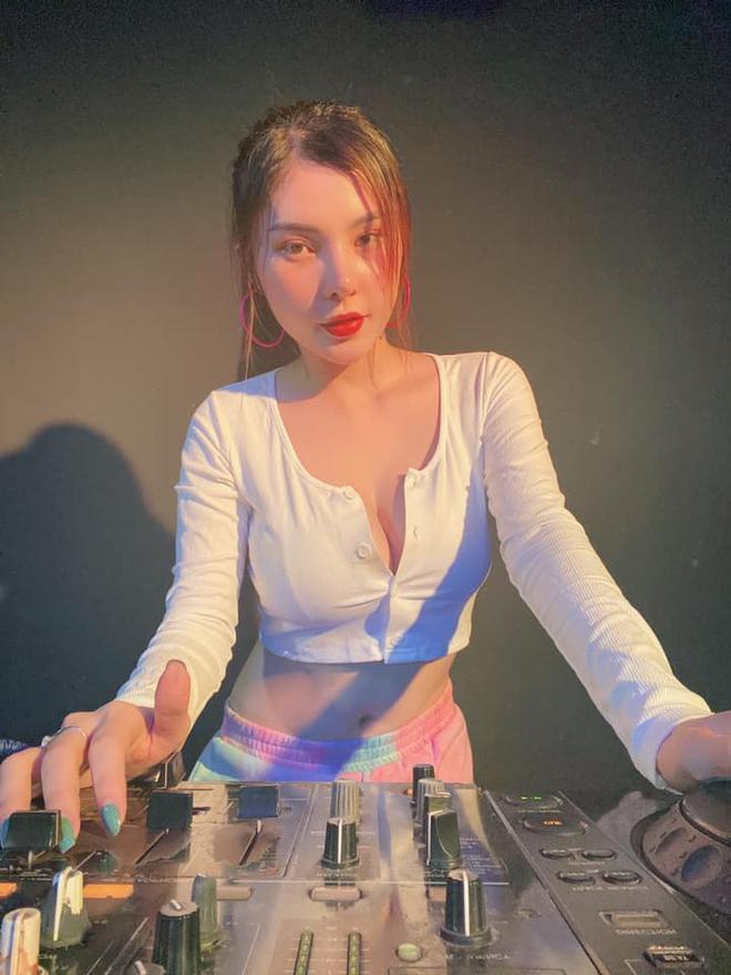 Nữ DJ nổi tiếng bị giật điện thoại, kéo lê 3m ngoài đường phố là ai? - Ảnh 4.