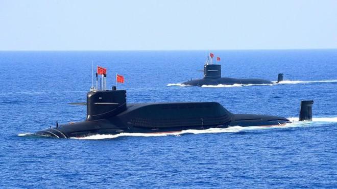 Tàu ngầm Hải quân Trung Quốc đang đón lõng, hải quân Mỹ đối mặt với nguy hiểm - Ảnh 2.