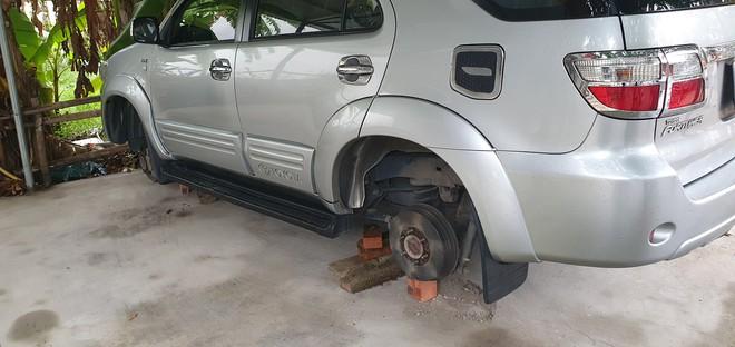 Mua ô tô 7 chỗ đi chở khách thuê rồi tiện tay kê gạch trộm hàng loạt bánh xe hơi mang đi bán - Ảnh 3.