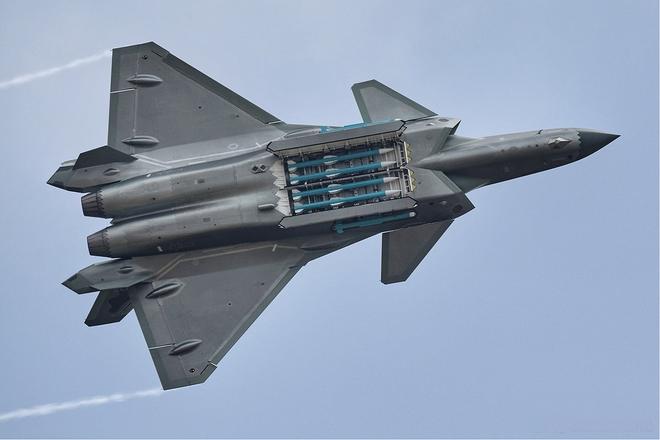 Đấu không lại tiêm kích tàng hình Mỹ, Trung Quốc lên kế hiểm diệt trừ F-22? - Ảnh 1.