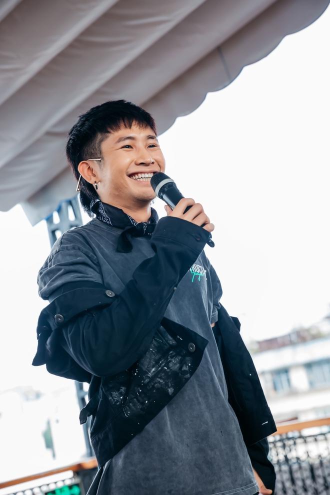 Ricky Star khoe vẻ nhí nhố, đáng yêu trong buổi họp fan - Ảnh 2.