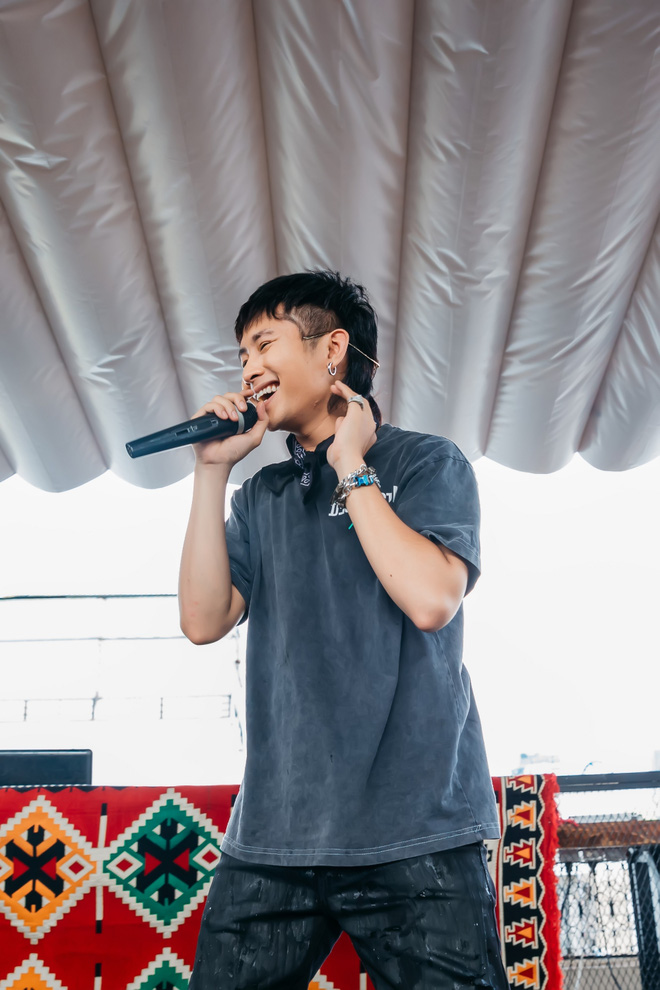 Ricky Star khoe vẻ nhí nhố, đáng yêu trong buổi họp fan - Ảnh 3.