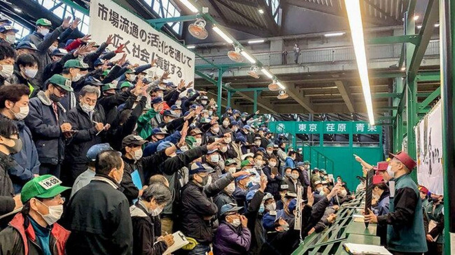 Thùng quýt Nhật Bản được đấu giá hơn 222 triệu đồng - Ảnh 2.