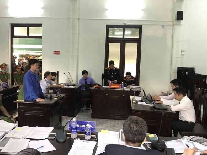 Diễn biến bất ngờ ở phiên toà xét xử vụ án cựu bác sĩ bị cáo buộc hiếp dâm nữ điều dưỡng - Ảnh 1.
