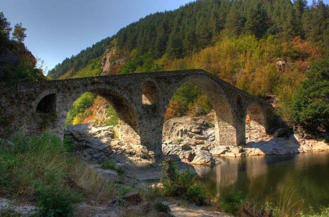 Những cây cầu mang truyền thuyết đáng sợ và bí ẩn nhất thế giới - Ảnh 15.