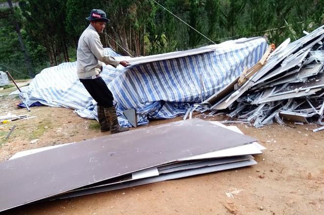 Cưỡng chế hàng loạt nhà xây trái phép trong làng biệt thự ở Lâm Đồng - Ảnh 2.