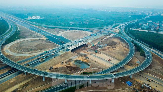 Nhìn gần nút giao 400 tỷ đồng sắp hoàn thiện ở Hà Nội - Ảnh 10.