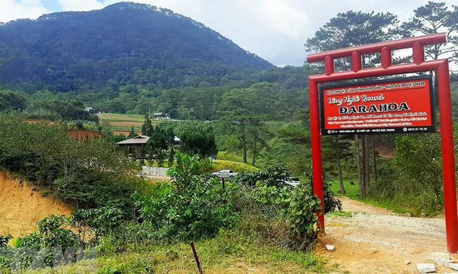 Cưỡng chế hàng loạt nhà xây trái phép trong làng biệt thự ở Lâm Đồng - Ảnh 3.