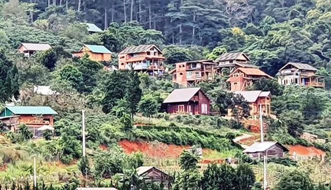 Cưỡng chế hàng loạt nhà xây trái phép trong làng biệt thự ở Lâm Đồng - Ảnh 4.