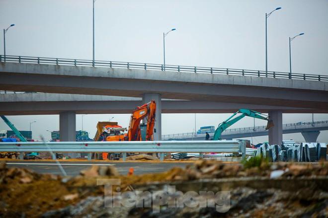 Nhìn gần nút giao 400 tỷ đồng sắp hoàn thiện ở Hà Nội - Ảnh 4.