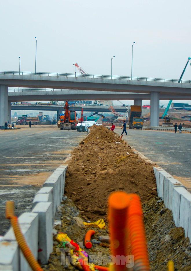 Nhìn gần nút giao 400 tỷ đồng sắp hoàn thiện ở Hà Nội - Ảnh 6.