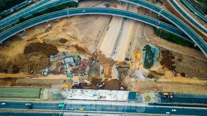 Nhìn gần nút giao 400 tỷ đồng sắp hoàn thiện ở Hà Nội - Ảnh 7.