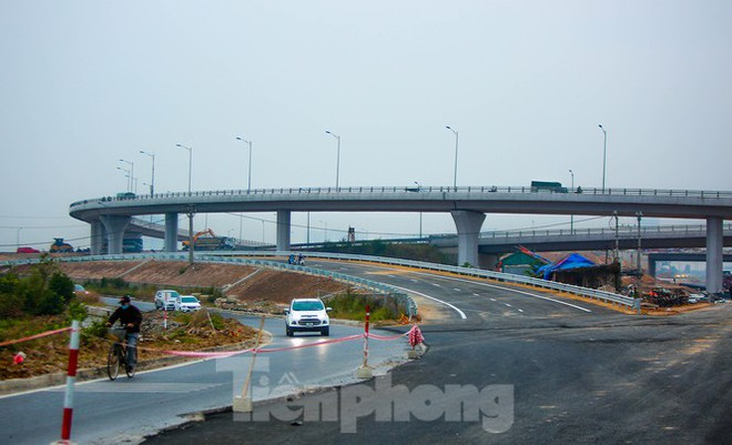 Nhìn gần nút giao 400 tỷ đồng sắp hoàn thiện ở Hà Nội - Ảnh 8.