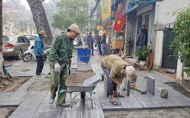 Đá lát vỉa hè Hà Nội xuống cấp: Trách nhiệm chính của các quận, huyện