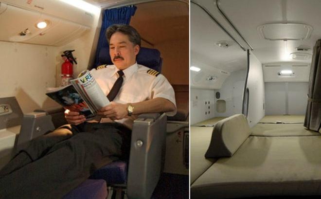 Soi cận cảnh chỗ nghỉ của các tiếp viên và phi công trên máy bay, có khi họ đang nằm ngủ ngay… dưới chân bạn đấy!